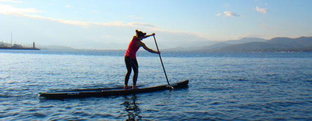 Stand Up Paddeln (SUP) ist ein idealer Sport für Frauen