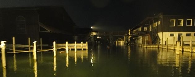 Starnberg Harbour at night per SUP